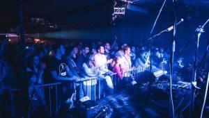 Energická Lenny umí dostat velkou show i do malých klubů. Potvrdila to v Olomouci