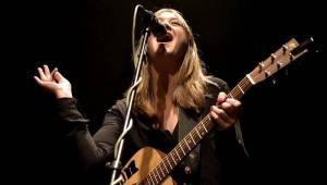 Všestranně talentovaná Sophie Hunger se po roce vrátila do Prahy