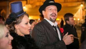 Narozeniny Chapeau Rouge zahájil pochod na Staromák, pak hrál Vladimir 518 i Jiří Schmitzer