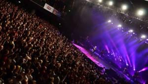 No Name vyprodali Forum Karlín, 20 let oslavili S láskou i s podprsenkou na pódiu