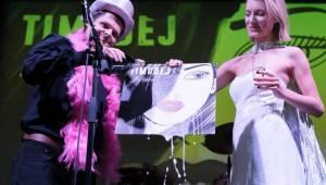 Timudej křtili Ještěně, v Roxy byla k vidění i akrobacie nebo vokální skupina