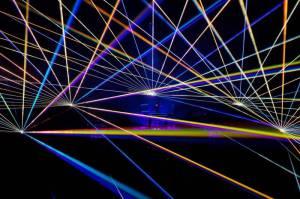 Jean-Michel Jarre předváděl v Praze vizuální kouzla. V O2 areně představil projekt Electronica
