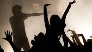 The Qemists v Brně splynuli s publikem: Nošení na rukou si všichni užili dosyta