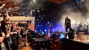 Škwor slavil plnoletost: V pražském Kongresovém centru padal sníh a šlehaly plameny