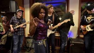 Blues Alive pokračoval s dalšími výbornými muzikanty