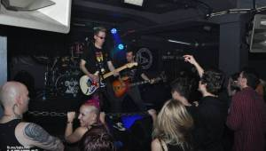 Kids and Heroes Punkrock X-mas: Pražský klub Storm se změnil v punkrockovou saunu