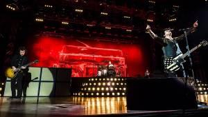 Green Day rozpoutali v Praze punkové šílenství, vybavili se revolučním rádiem i americkým idiotem
