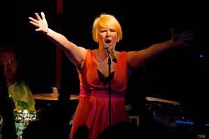 Monkey Business s novou stálou zpěvačkou Terezou Černochovou roztančili českokrumlovskou Fabričku