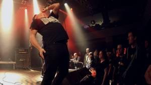 Kurva drát padesát: Fanoušci spolu s Visacím zámkem zpívali Petru Hoškovi k narozeninám
