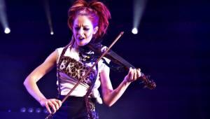 Lindsey Stirling, houslistka, skladatelka a tanečnice z Kalifornie, se vrátila do Prahy