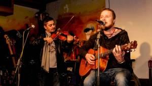 Wohnout zahráli ve Stříbrné Skalici unplugged, vystoupili také Dirty Blondes