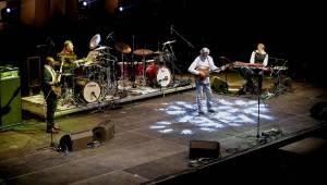 Kytarový král John McLaughlin vystoupil ve Foru Karlín