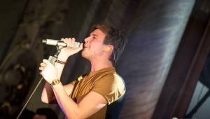 Vojta Dyk a B-Side Band zahájili turné v Plzni, zdejší Měšťanskou besedu roztančili
