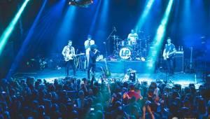 Beznadějně vyprodaný koncert LP v Roxy přinesl nezapomenutelný zážitek