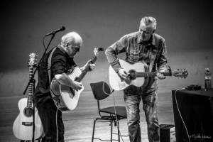 Tommy Emmanuel a jeho host Adam Rafferty uhranuli kytarami pražské Rudolfinum
