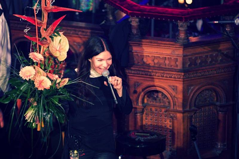 Anna K. roztančila plzeňskou synagogu novinkami z desky Světlo, diváci aplaudovali vestoje