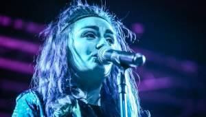 MONNA pokřtila své první album na Cargo Gallery, kmotrem byl Czenda ze Support Lesbiens