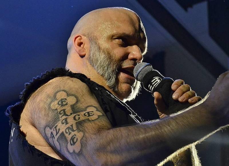 Bývalý zpěvák Iron Maiden Blaze Bayley slavil pálení čarodějnic v plzeňské Šeříkovce