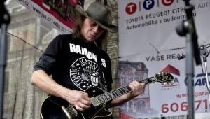 Kolínem zněly žánry blues i jižanský rock, hráli David Evans, Luboš Andršt a Pumpa