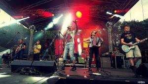 Tři sestry slavili v Braníku: Pivo teklo proudem, tančilo se pogo a vládla punková nálada