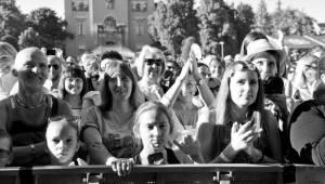 Víkend Mezi ploty: Bohnice ožily hudbou i divadlem, hráli Tomáš Klus, Aneta Langerová, Mňága a Žďorp a další