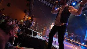 Jelen na Špilberku: S kapelou zpívaly na nádvoří hradu dva tisíce lidí