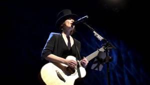 Suzanne Vega druhým objektivem: Vypravěčka z newyorských ulic rozezpívala Prahu