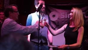 David Stypka zazpíval v pražské Aloze písně o strachu, Debbi zahrála poprvé s novou kapelou