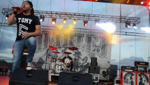 Festival Přeštěnice zastihlo slunce i průtrž mračen, hráli Rybičky 48, Hentai Corporation, Jelen nebo Škwor