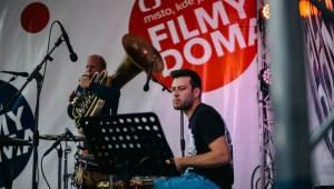 Hudební program v Karlových Varech pokračoval s Circus Brothers