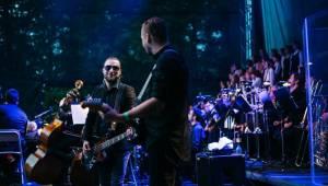 Michal Hrůza v Karlových Varech zpíval své hity za doprovodu symfonického orchestru