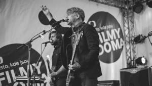 Houpací koně potěšili v Karlových Varech příznivce alternativního rocku