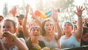 Druhý den Colours: Skvělá LP, legendární Norah Jones a impozantní Faada Freddy