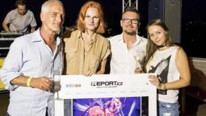 iREPORT oslavil na Cargo Gallery 26. narozeniny, přáli Tomáš Hanák i Iva Pazderková, hráli Mydy Rabycad