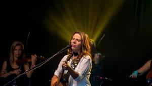 Aneta Langerová zpívala na Vyšehradě o srpnových kometách i o tom, jak se nad Prahou stmívá