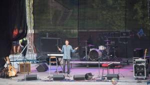 Miro Žbirka, Katarína Knechtová a Ondřej Ruml vystoupili v amfiteátru Loket přímo pod hradem