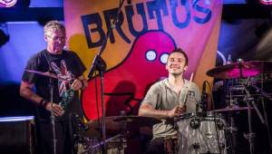 Brutus svým fanouškům ve Vagonu předvedl bigbítovou smršť