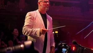 Harlej slavil ve vyprodané Lucerně se symfonickým orchestrem a Otou Balagem