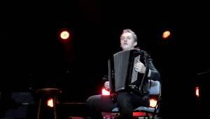 Jarek Nohavica zahrál ve vyprodané O2 areně a pozval k poslechu nového alba