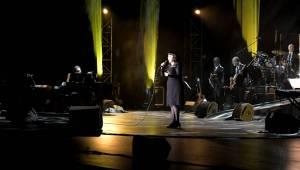 Mireille Mathieu po roce opět v Praze: Francouzské šansony zněly Kongresovým centrem