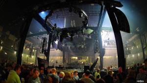 Kabát i v Pardubicích zaplnil arénu, pódium postavil uprostřed haly