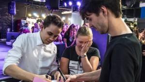 Slza podepsala novou desku Holomráz, pokřtili ji Celeste Buckingham, Anna Kadeřávková a fanoušci Michal a Pavla