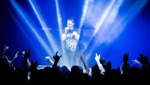 Slovanská rave party v centru Prahy: Little Big přivezli zběsilé taneční rytmy a světelnou show