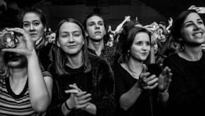 Přesunutí The Kooks v Praze rozjařili své fanoušky