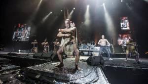 Chinaski naservírovali vyprodané O2 areně hity a zatančili tanec haka