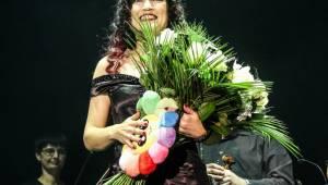 Tarja Turunen, bývalá zpěvačka Nightwish, zazpívala v Praze v rámci vánočního turné s filharmonií