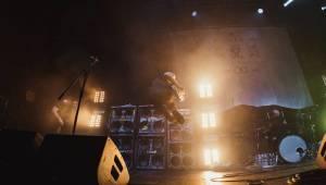 Architects přivedli své fanoušky do metalcoreového tranzu, pomohli jim While She Sleeps
