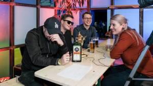 Poklábosit na baru s Tomášem Klusem, Michalem Hrůzou a dalšími hvězdami Žebříku? S VIP vstupenkou žádný problém