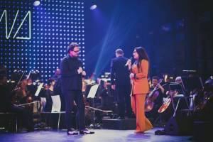 Ewa Farna za doprovodu filharmonie nadchla ostravské publikum, zazpíval s ní i David Stypka