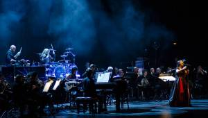 Evanescence v Praze propojili symfonický orchestr s elektronikou